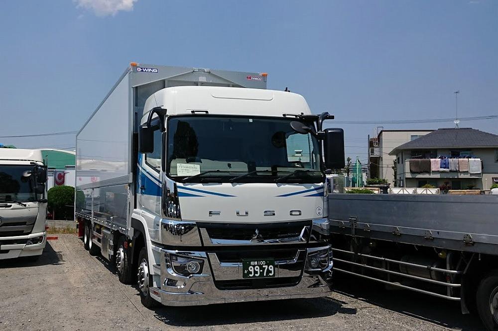 大型トラックの画像
